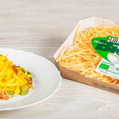 Tagliatelle asparagi, culatello e zafferano.