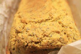 Cake al mais e semi di papavero.